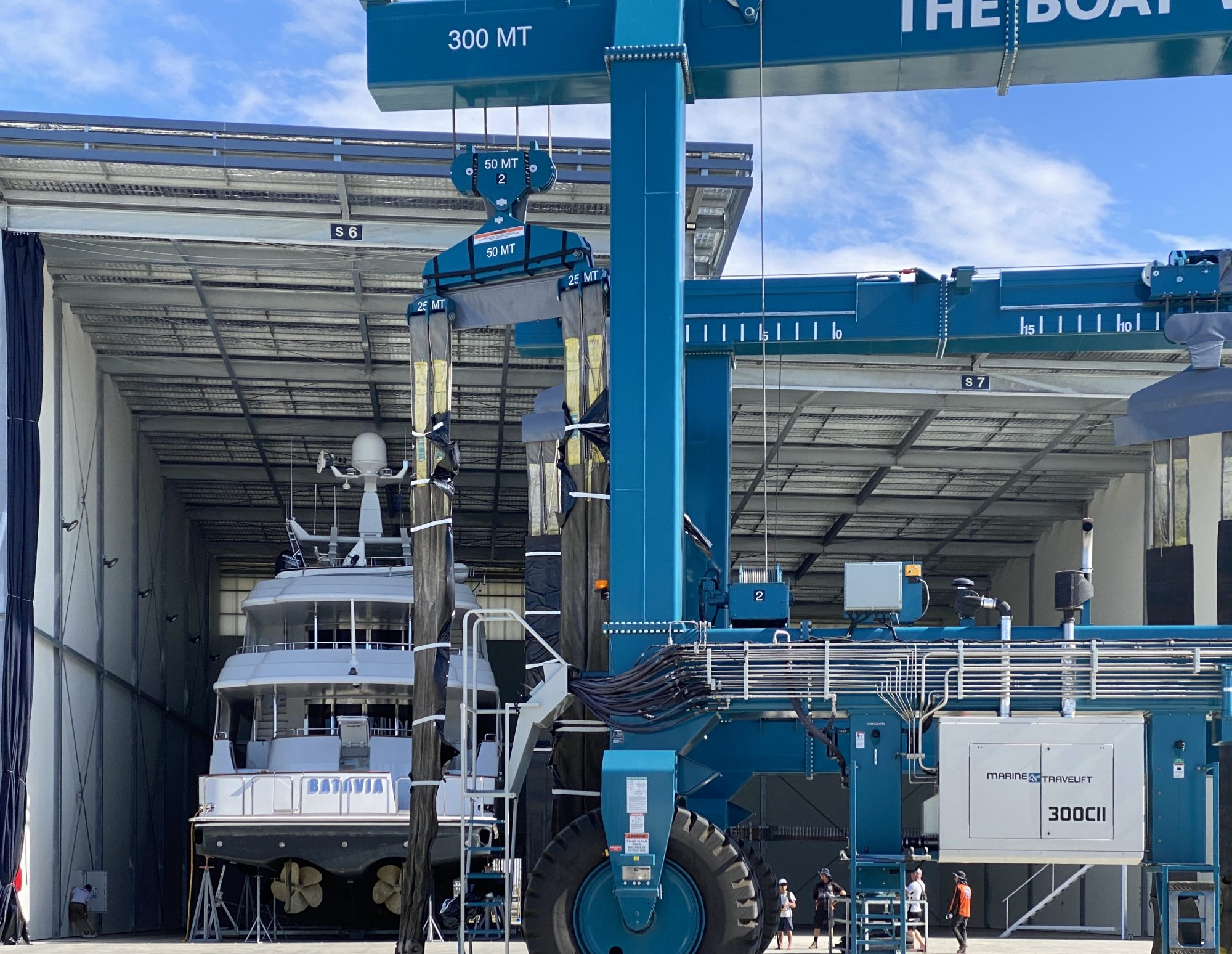 41m Motoryacht Batavia The Boat Works Refit