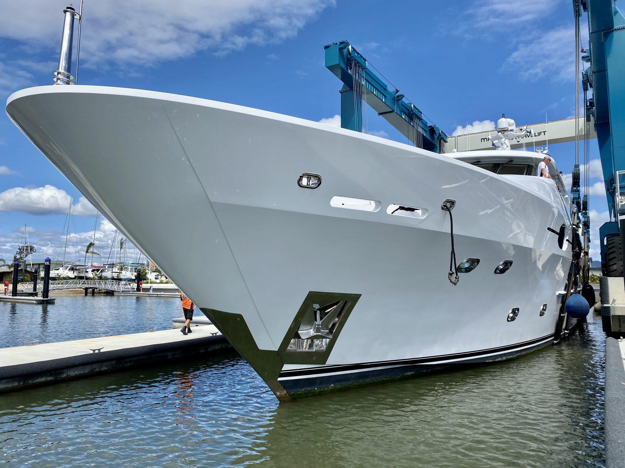 41m Sovereign Motoryacht Batavia The Boat Works 300 tonne lift