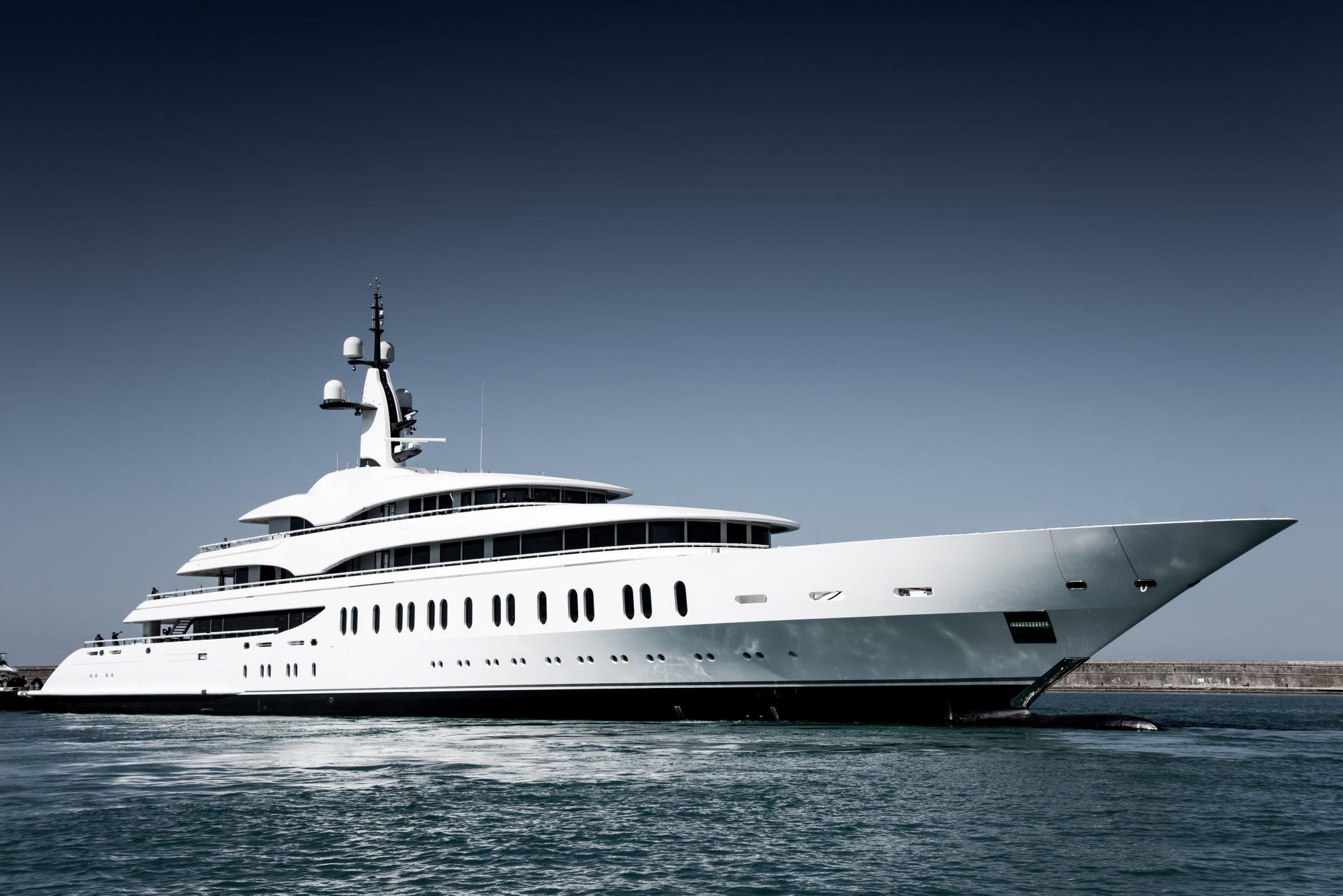 Benetti Giga Yacht FB275 (1)